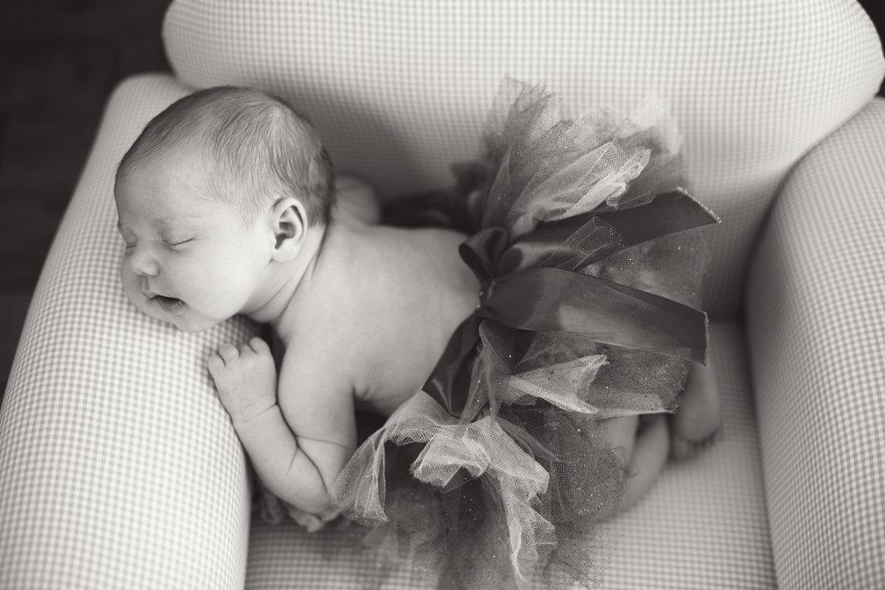 Hallie_Newborn_34_bw.jpg