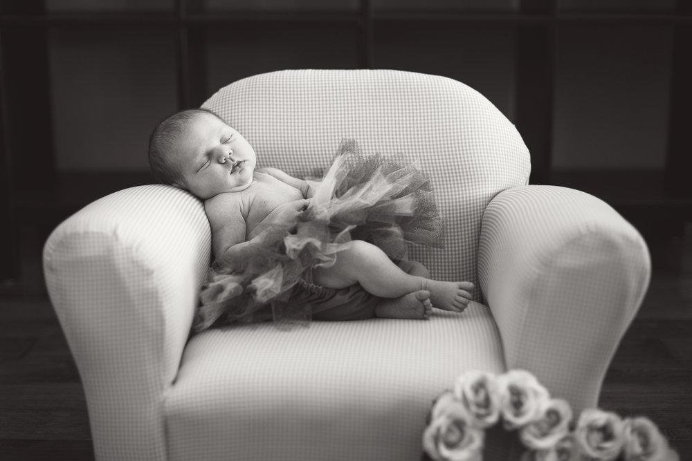 Hallie_Newborn_32_bw.jpg