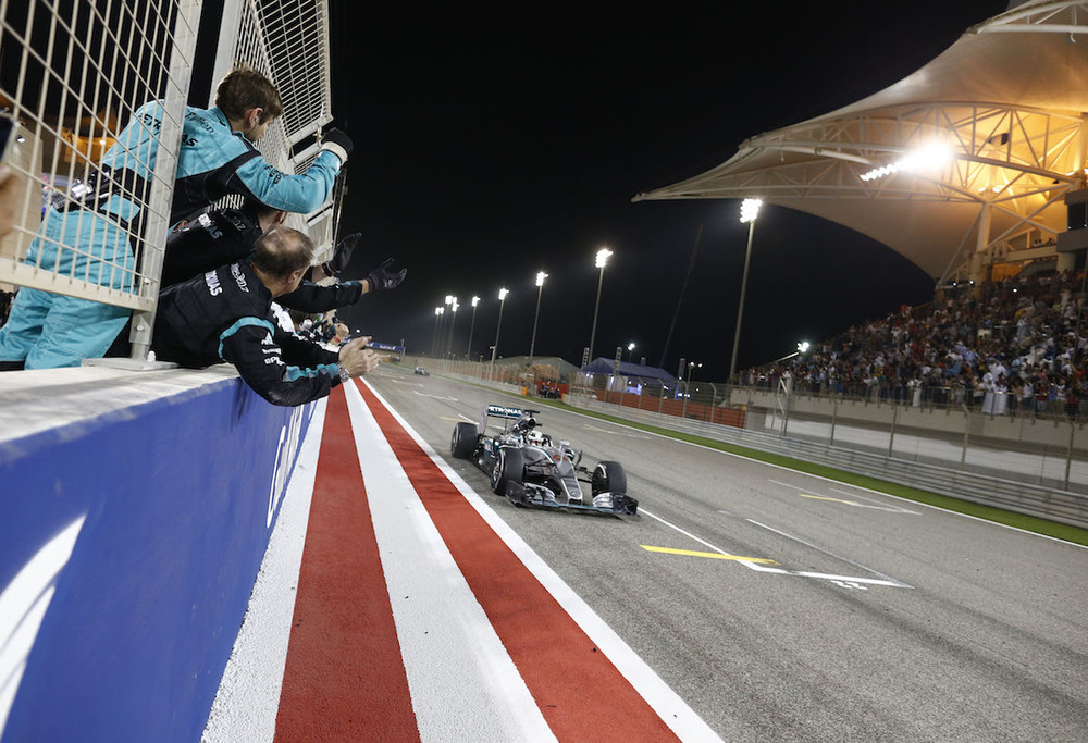 Hamilton wins in Bahrain!