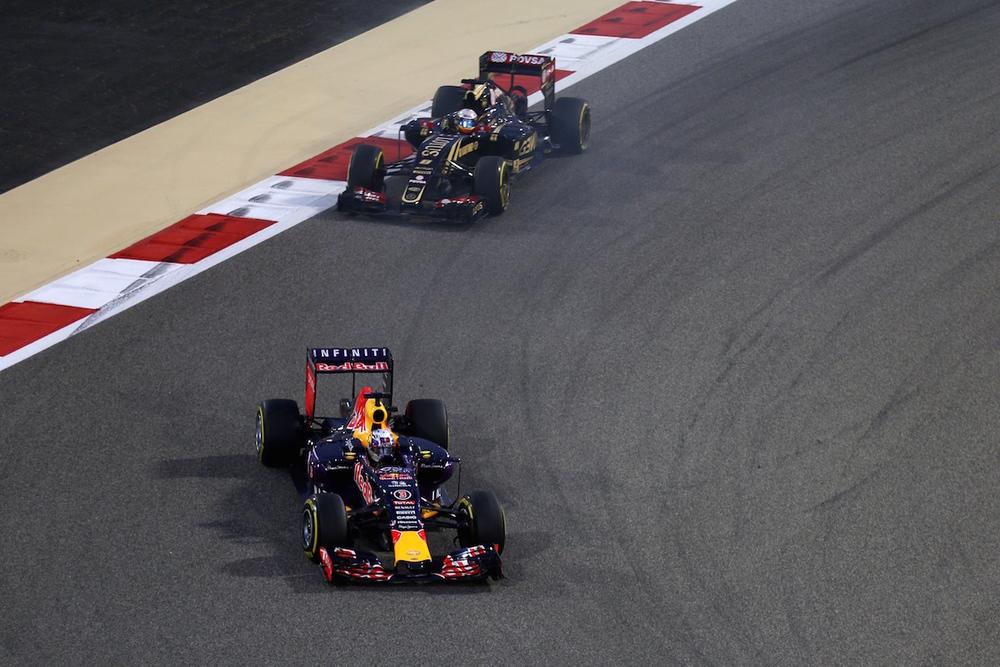 Daniel Ricciardo pushing