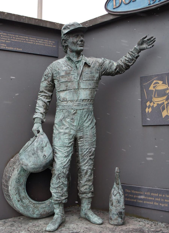 Ayrton_Senna_Statue_-_Donington_Park.JPG