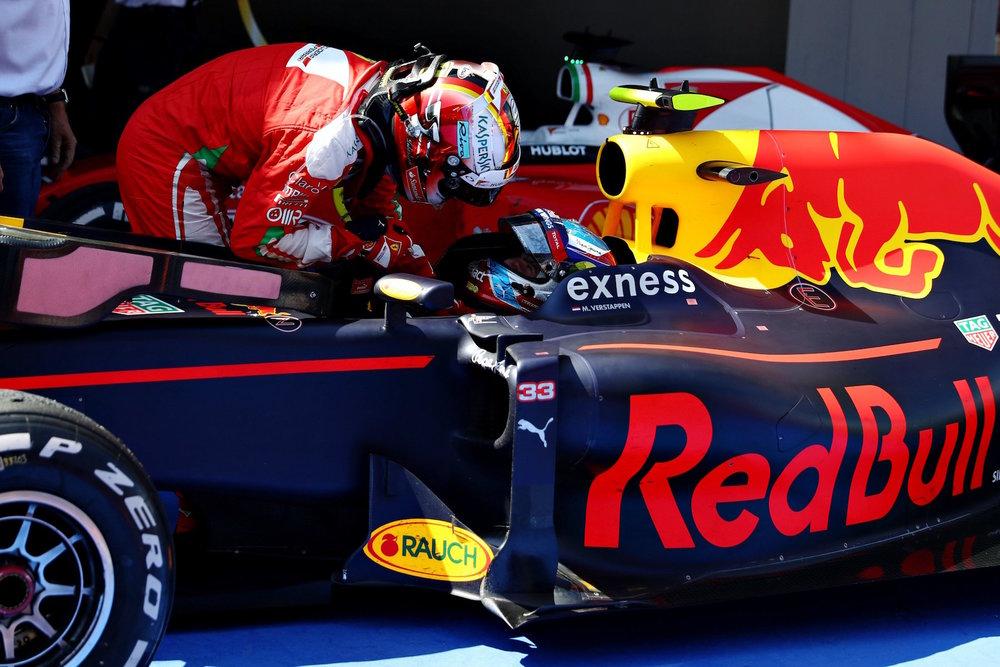 Salracing | Sebastian Vettel congratulating Max Verstappen