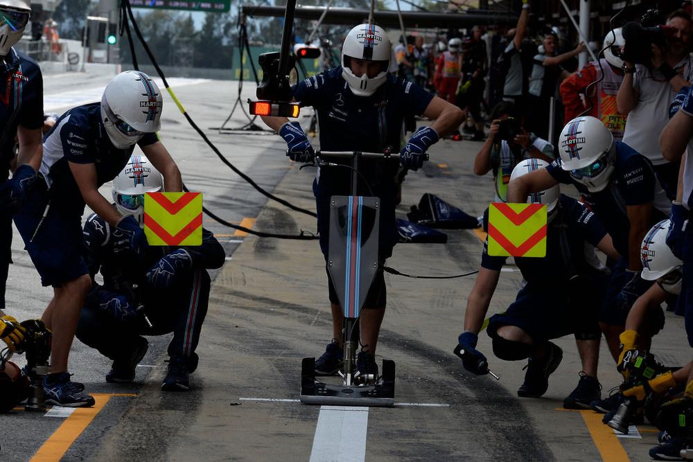 Salracing | Williams F1 Team Mechanics