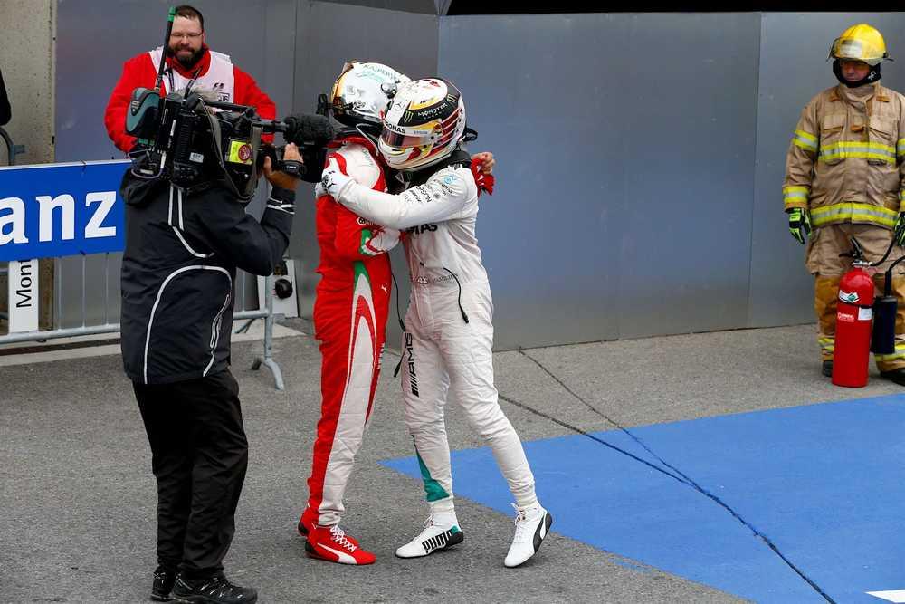 Salracing - Sebastian Vettel congratulating Lewis Hamilton