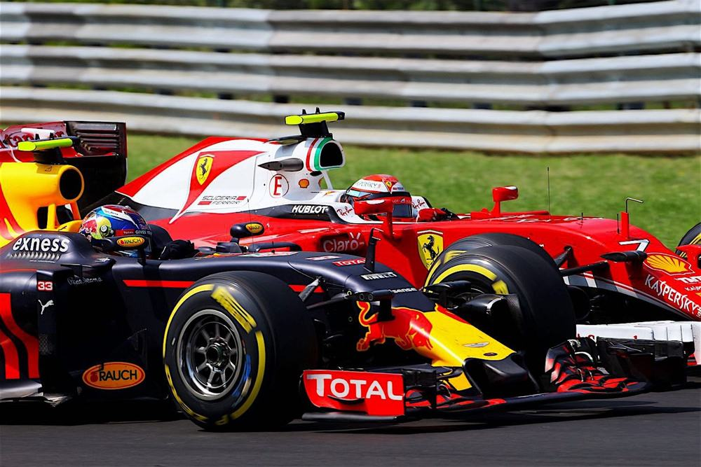 Salracing | Max Verstappen battling it out with Kimi Raikkonen
