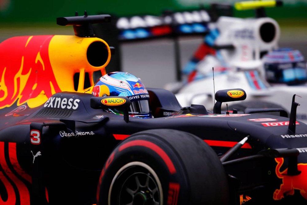 Salracing - Ricciardo passing Bottas