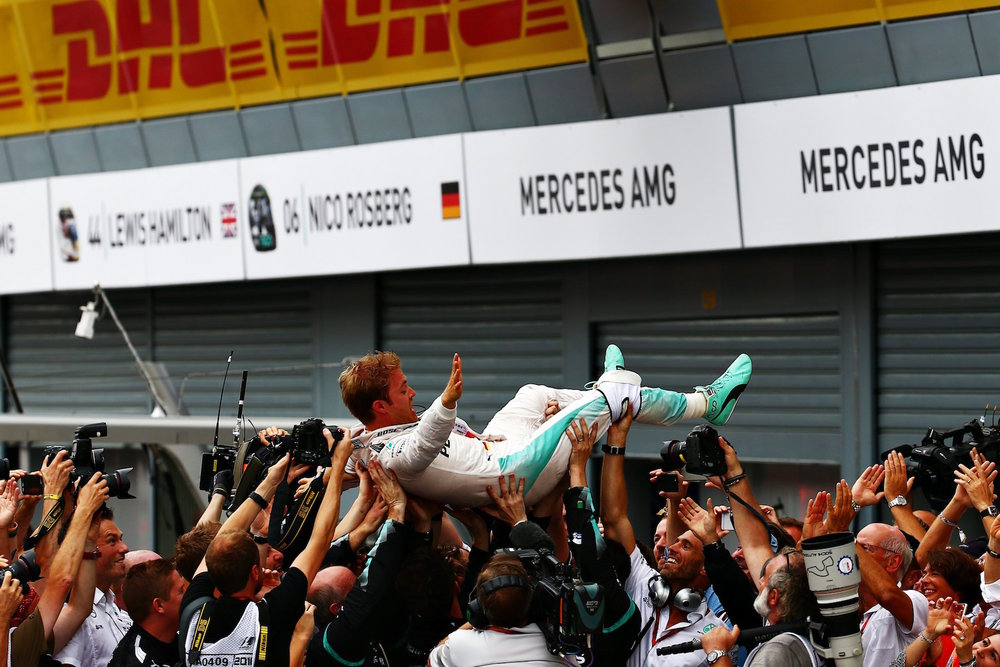 Salracing - Mercedes crew celebrating with Nico Rosberg their win at Monza