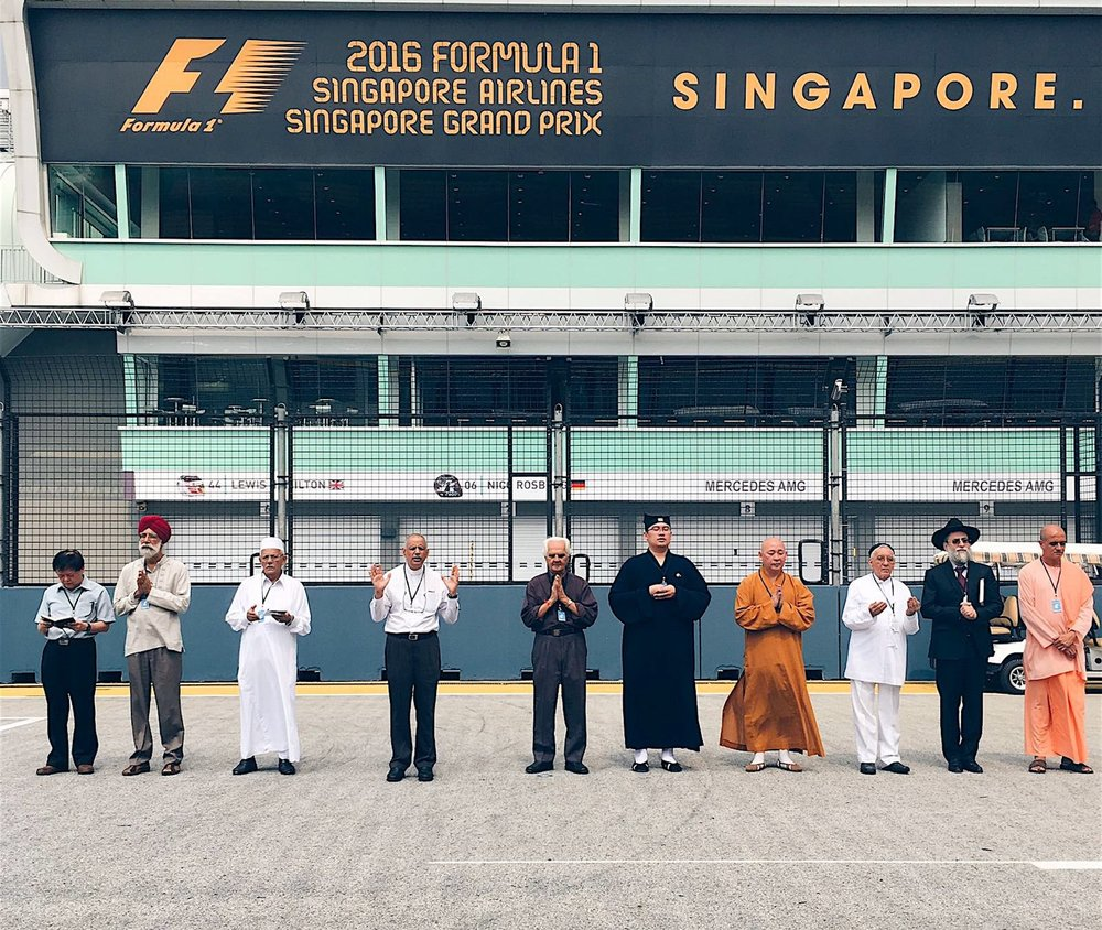 Salracing - 10 religious leaders of various faiths bless the upcoming 2016 SingaporeGP
