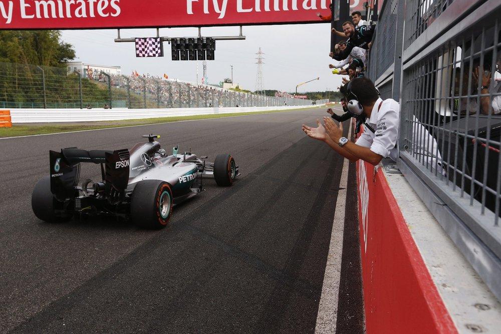 Salracing - Nico Rosberg winning at Suzuka