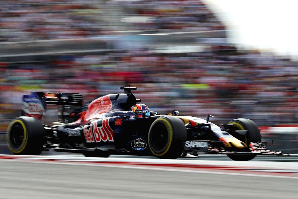 G 2016 Daniil Kvyat | Toro Rosso STR11 | 2016 USGP copy.jpg