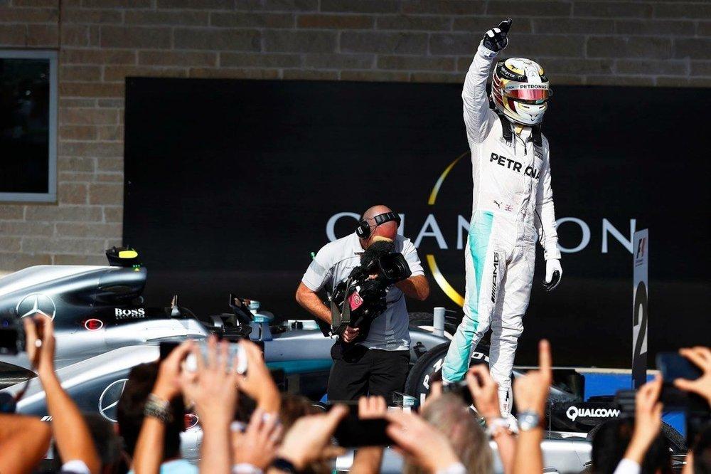 P 2016 Lewis Hamilton } Mercedes W07 | 2016 USGP winner 2.JPG