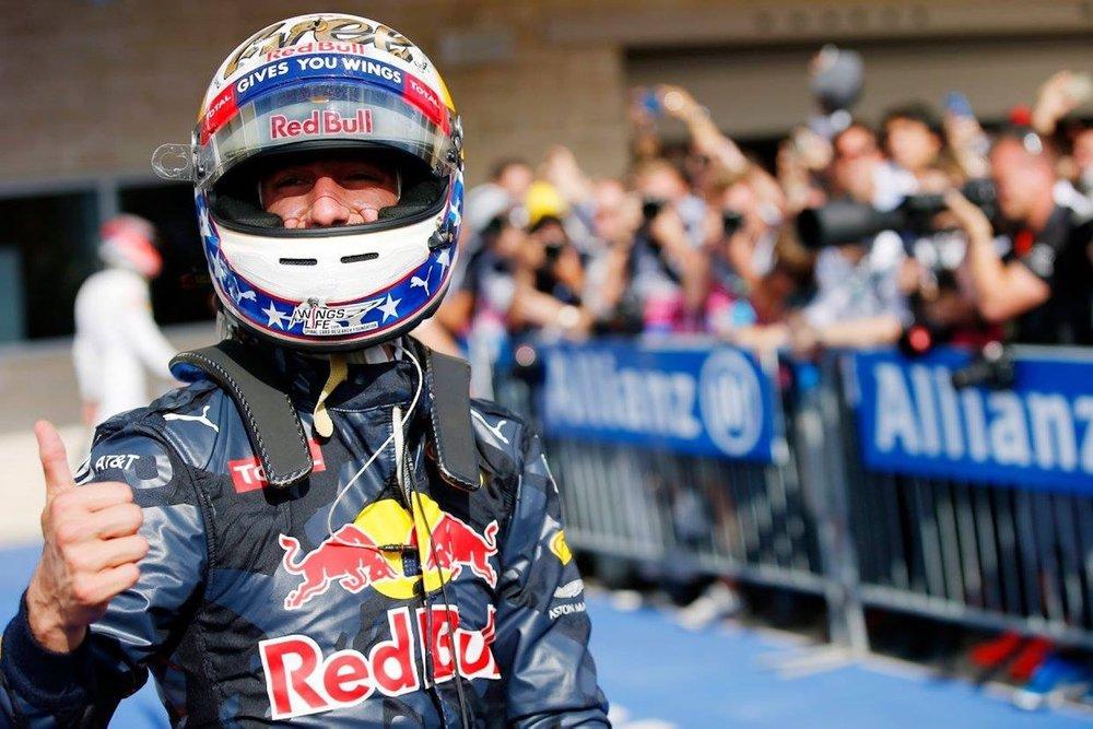 Q Daniel Ricciardo | Red Bull RB12 | 2016 USGP P3.JPG