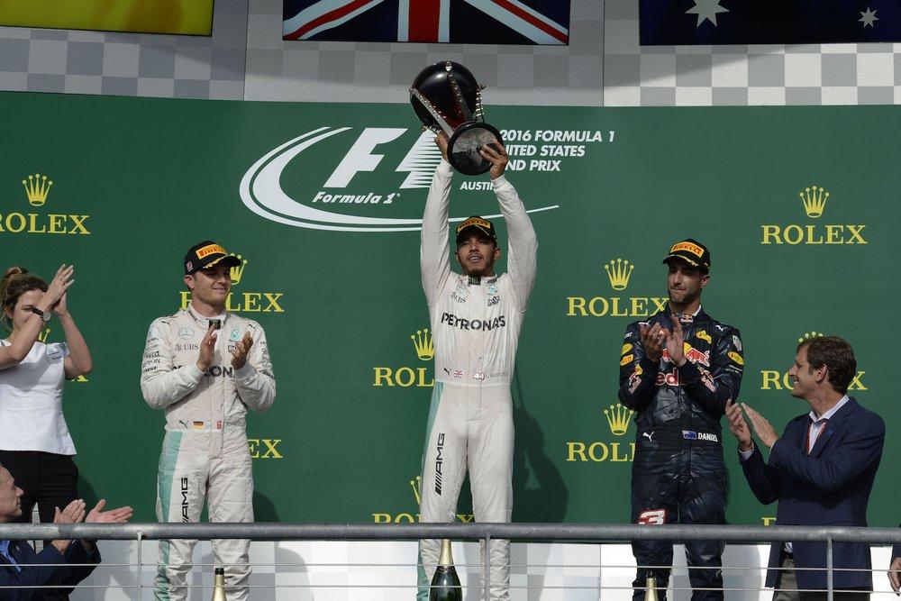U 2016 Lewis Hamilton with winner trophy 2016 USGP copy.jpg