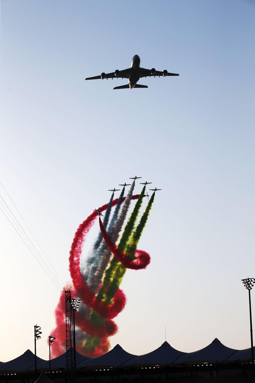 Salracing - 2016 Abu Dhabi Grand Prix flyby