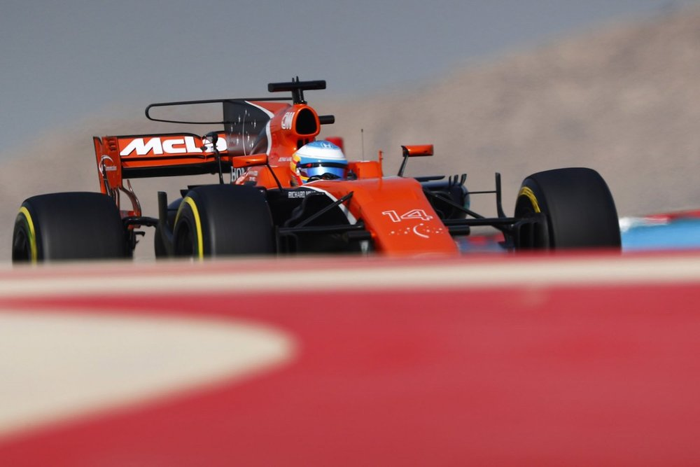 2017 Fernando Alonso | McLaren MCL32 | 2017 Bahrain GP FP3 1 copy.jpg