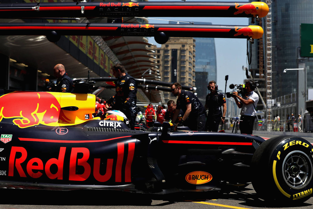 2017 Daniel Ricciardo | Red Bull RB13 | 2017 Azerbaijan GP FP1 1 copy.jpg