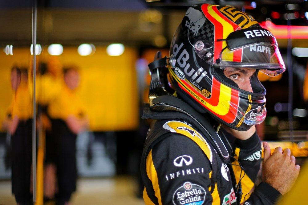 2017 Carlos Sainz | Renault RS17 | 2017 USGP FP2 1 copy.jpg