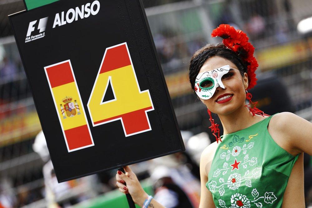 B 2017 Mexican GP grid girl 2 copy.jpg