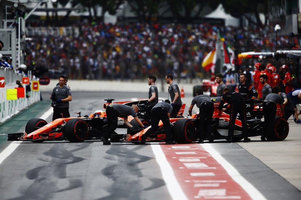 The McLaren F1 Team crew copy.jpg