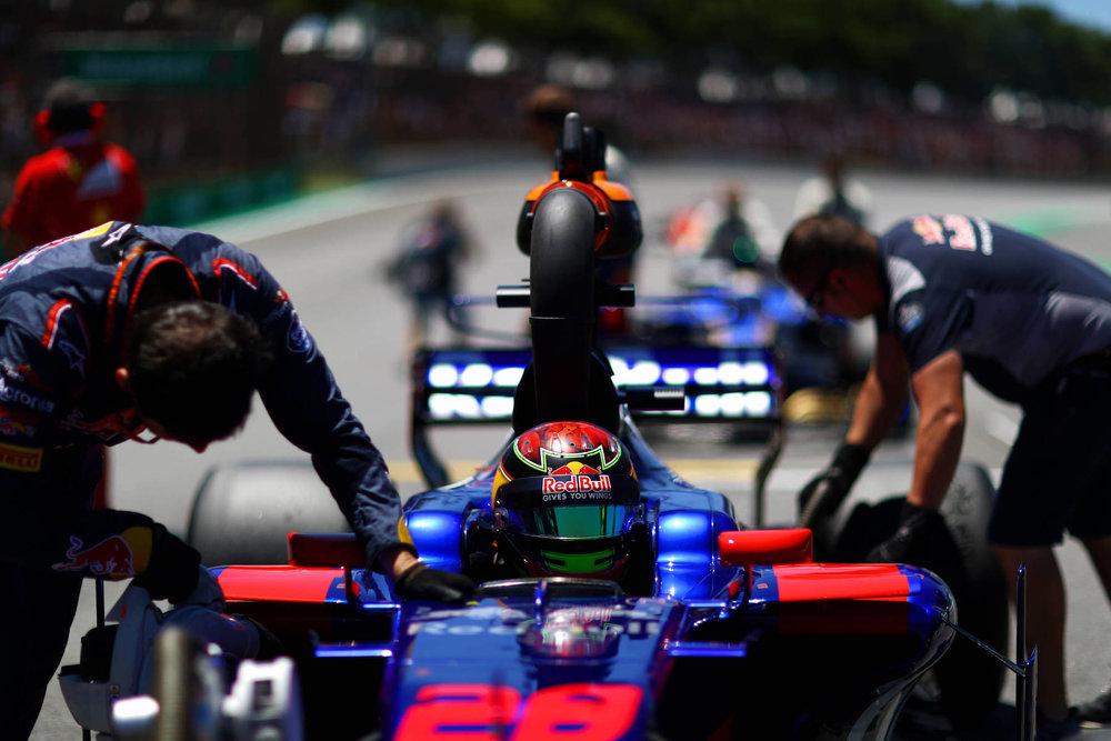 B 2017 Brendon Hartley | Toro Rosso STR12 | 2017 Brazilian GP 2 copy.jpg