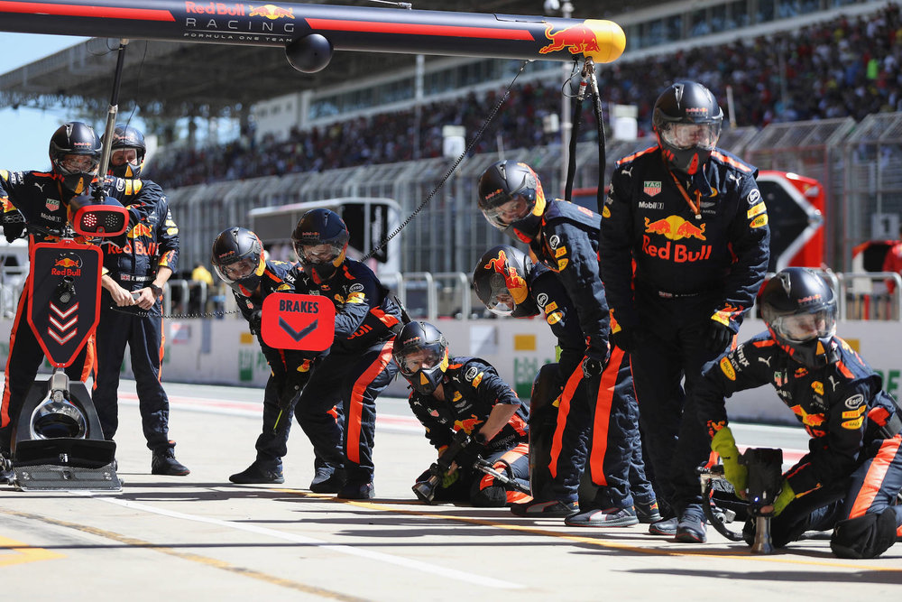 H 2017 Red Bull pit crew ready for a pit stop | 2017 Brazilian GP copy.jpg