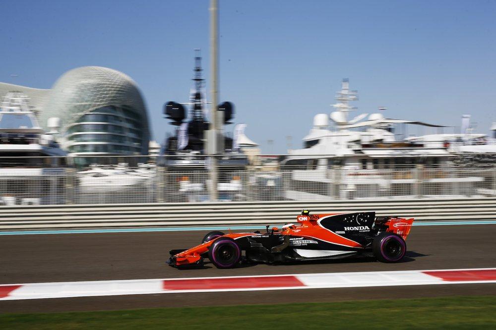 F 2017 Stoffel Vandoorne | McLaren MCL32 | 2017 Abu Dhabi GP FP3 1 copy.jpg