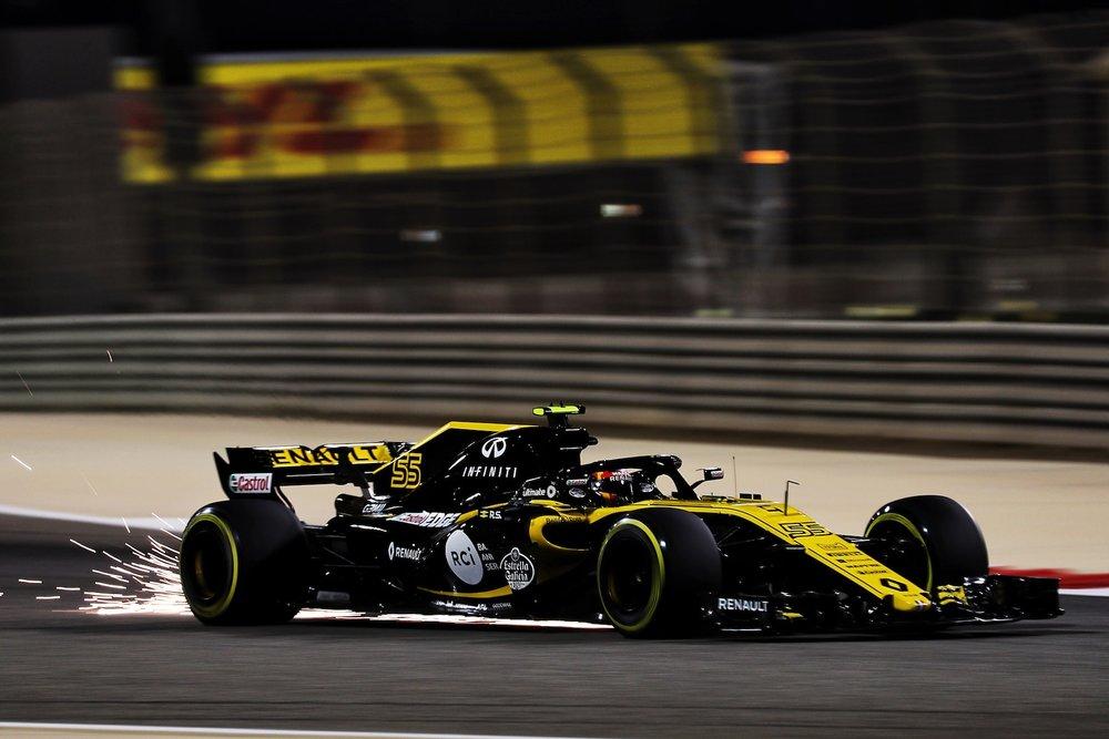 2018 Carlos Sainz | Renault RS18 | 2018 Bahrain GP Q 2 copy.jpg