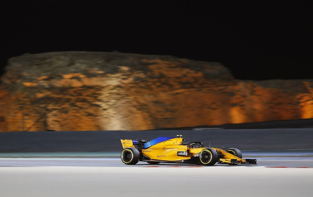 2018 Stoffel Vandoorne | McLaren MCL33 | 2018 Bahrain GP Q 3 copy.jpg