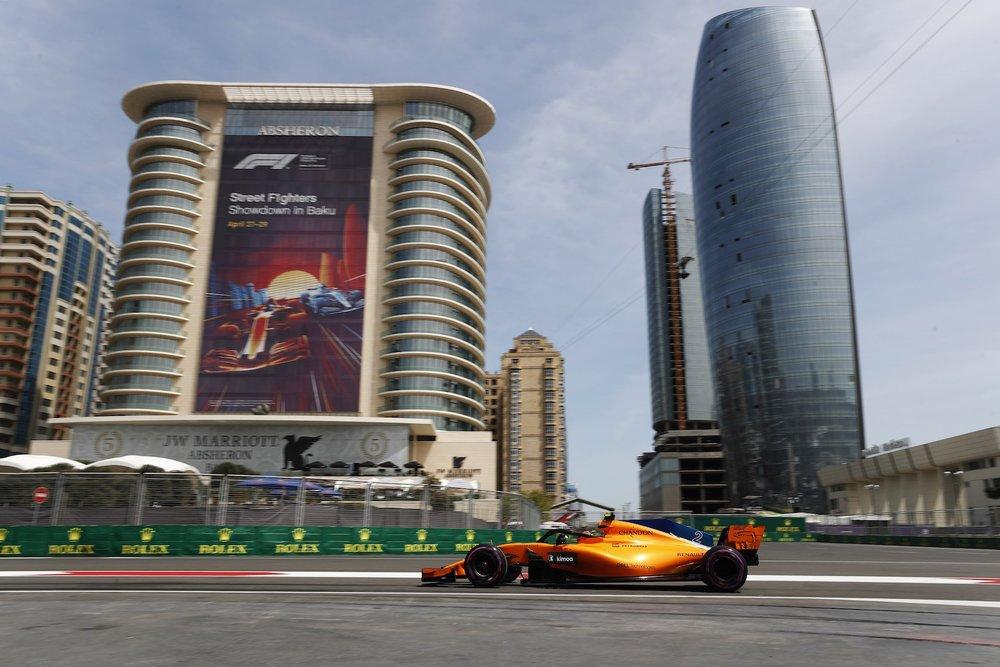 2018 Stoffel Vandoorne | McLaren MCL32 | 2018 Azerbaijan GP FP2 2 copy.jpg