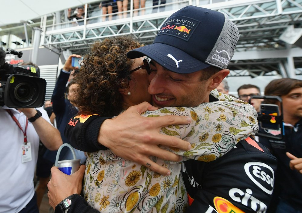 Y 2018 Daniel Ricciardo hugging his mom Grace Ricciardo adter winning the Monaco GP copy.jpg