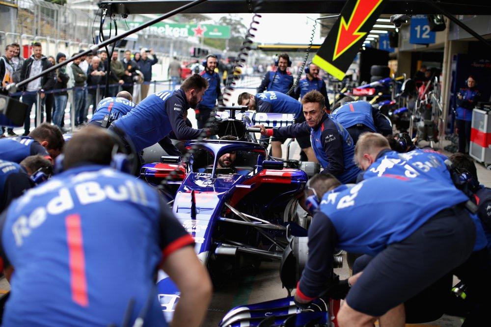 2018 Toro Rosso pitstop practice | 2018 Brazilian GP copy.jpg