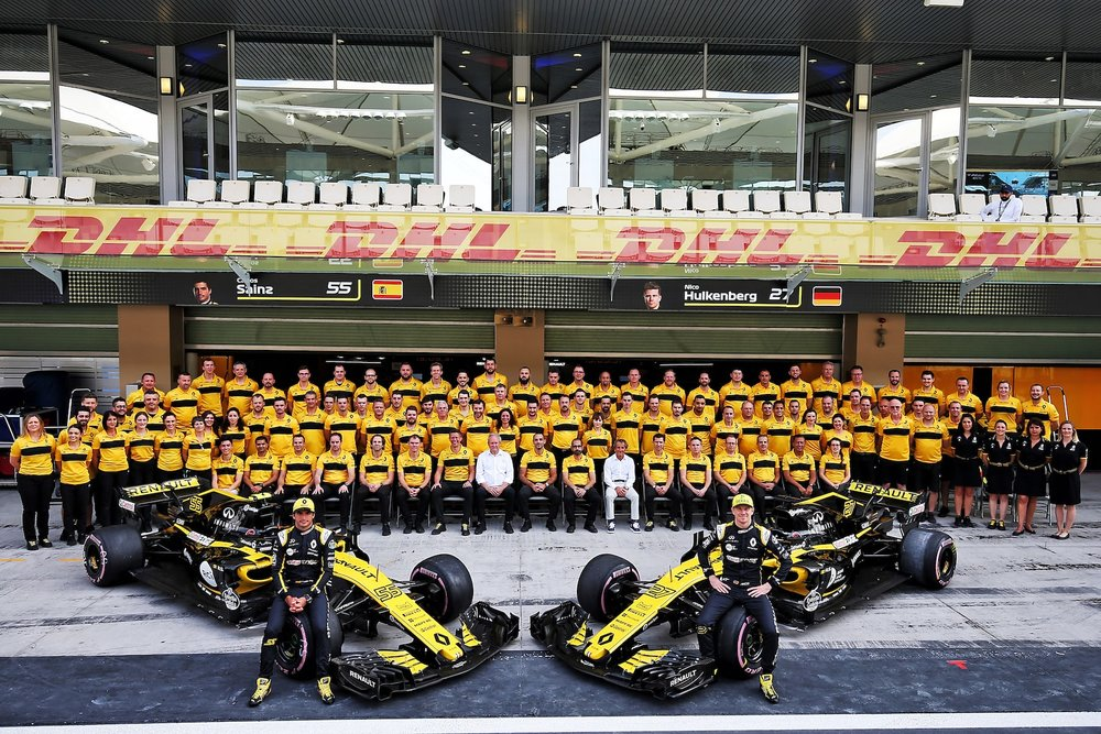 B 2018 Renault Team Family photo | 2018 Abu Dhabi GP 1 copy.jpg