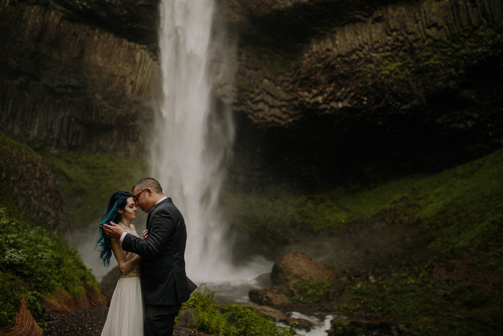 Maheux Studios Photography - destination wedding photographer - oregon wedding photographer - colorado wedding photographer - iceland wedding photographer