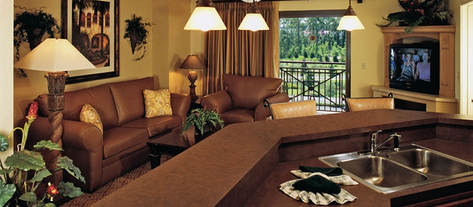 bonnet-creek-deluxe-living-room-slide.jpg