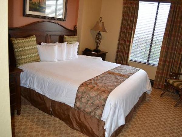 bonnet-creek-presidential-master-bedroom.jpg