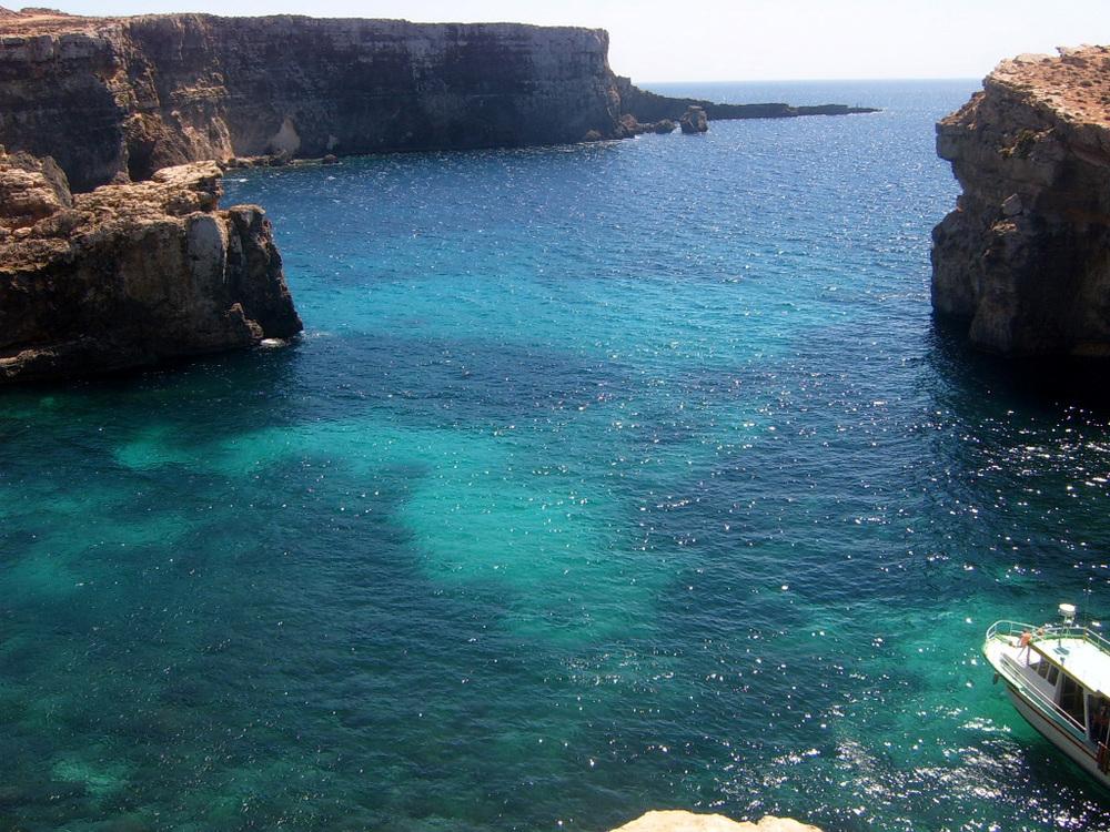 Malta2005BlueLagoonBig.jpg