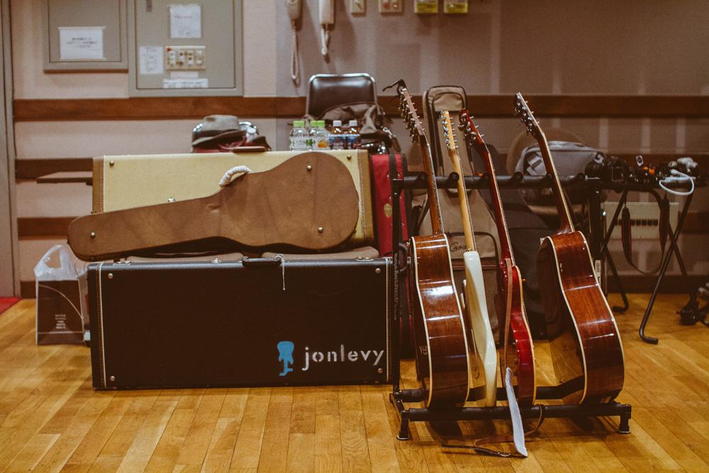 32_Audacious-Terrain_Steve-Fox_Jon-Levy_JonLevy-Guitars.jpg
