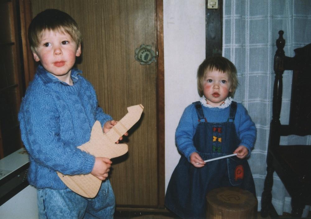 10_Jon-Levy_Memory-Lane-Cardboard-Guitar-Anita.jpg