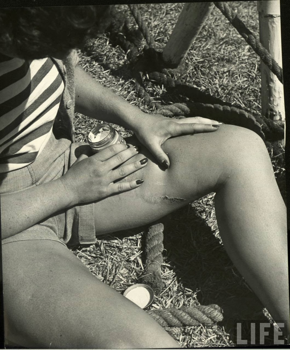 Daily Life of Circus Girls in Sarasota, Florida, ca. 1949 (8).jpg