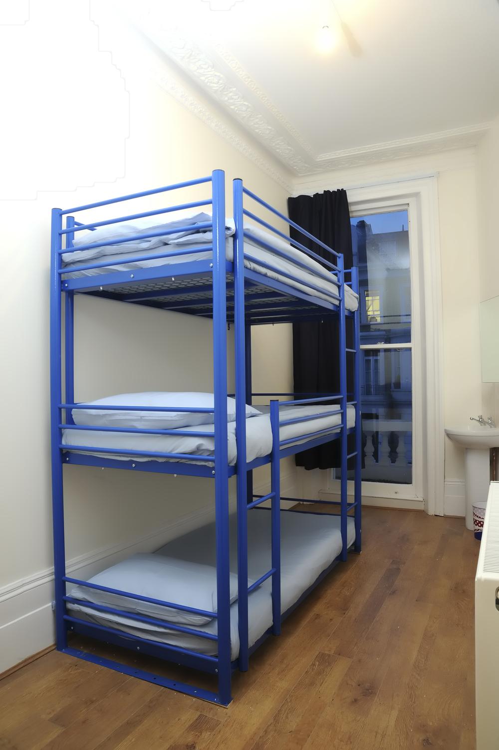 Unser Dreifachstockbettzimmer bietet die kostengünstigste alternative für kleine Reisegruppen.