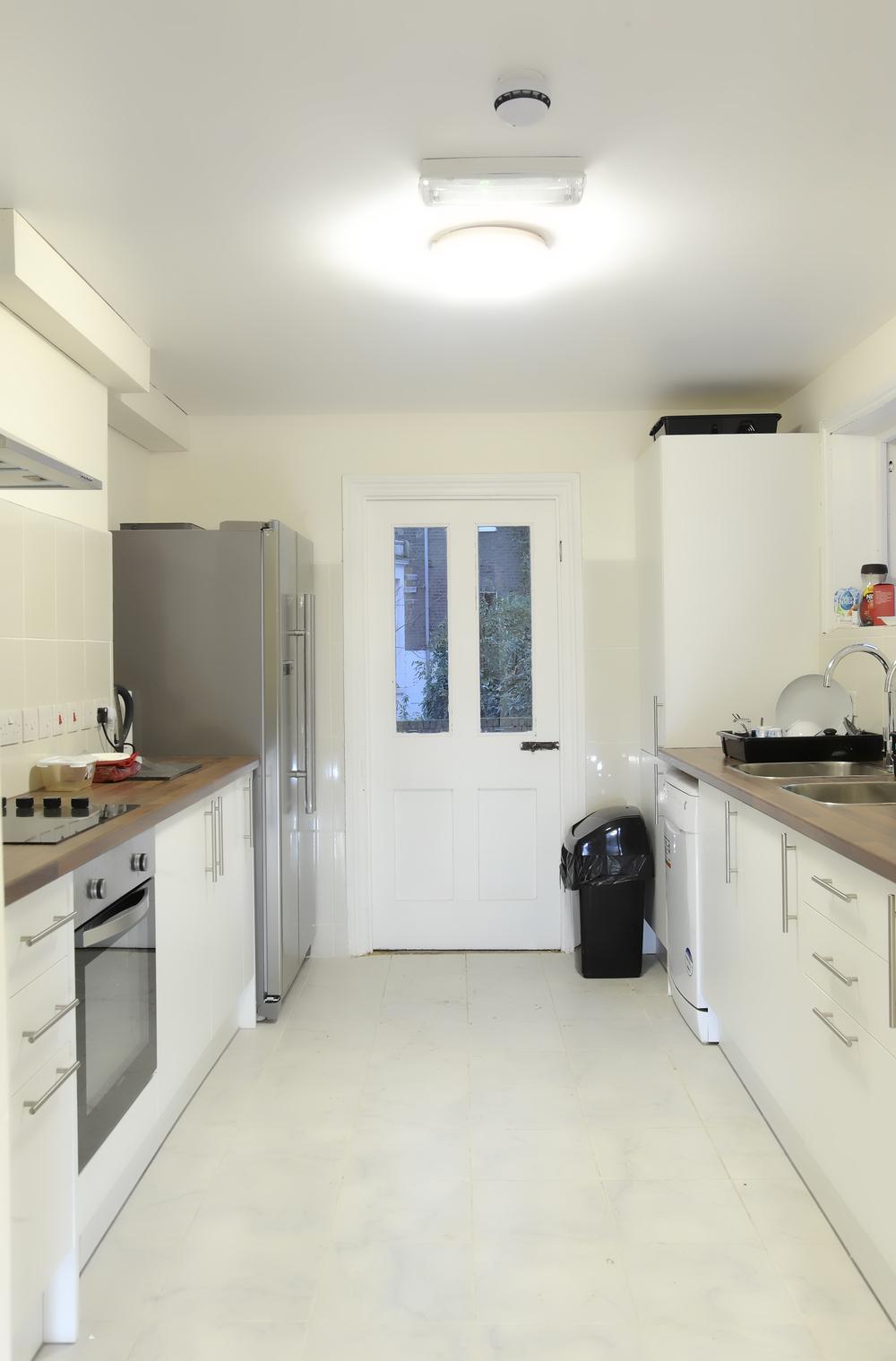 La nostra cucina in comune dove abbiamo un frigo-congelatore e tutti gli utensili per la cucina di cui hai bisogno. Questo posto emana odorini deliziosi tutte le sere!