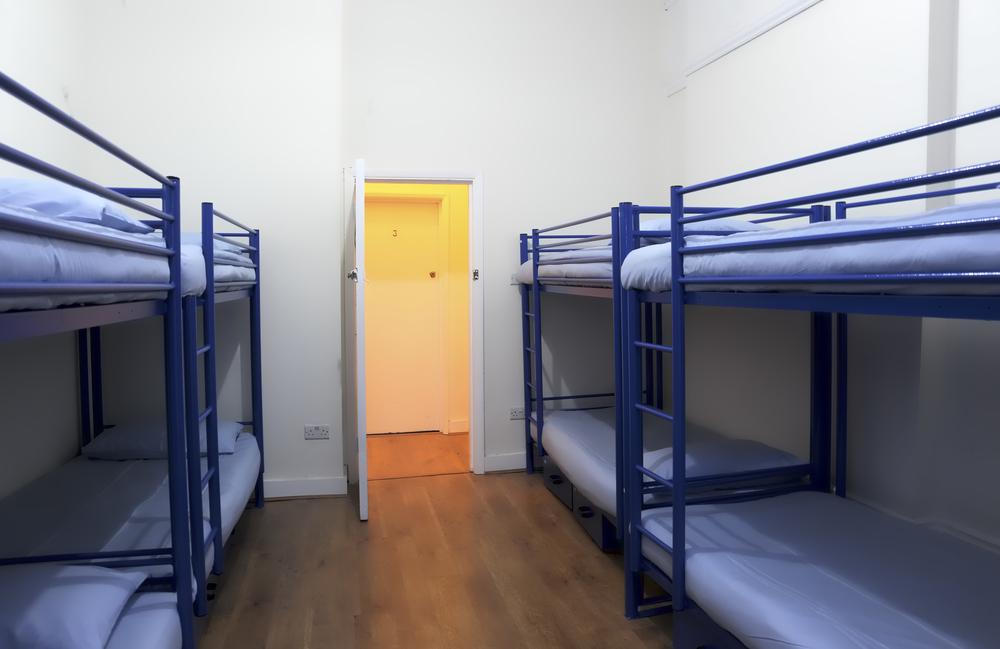 Le nostre stanze per otto persone sono pulite e ordinate oltre che spaziose. Ogni letto ha la propria cassetta di sicurezza.