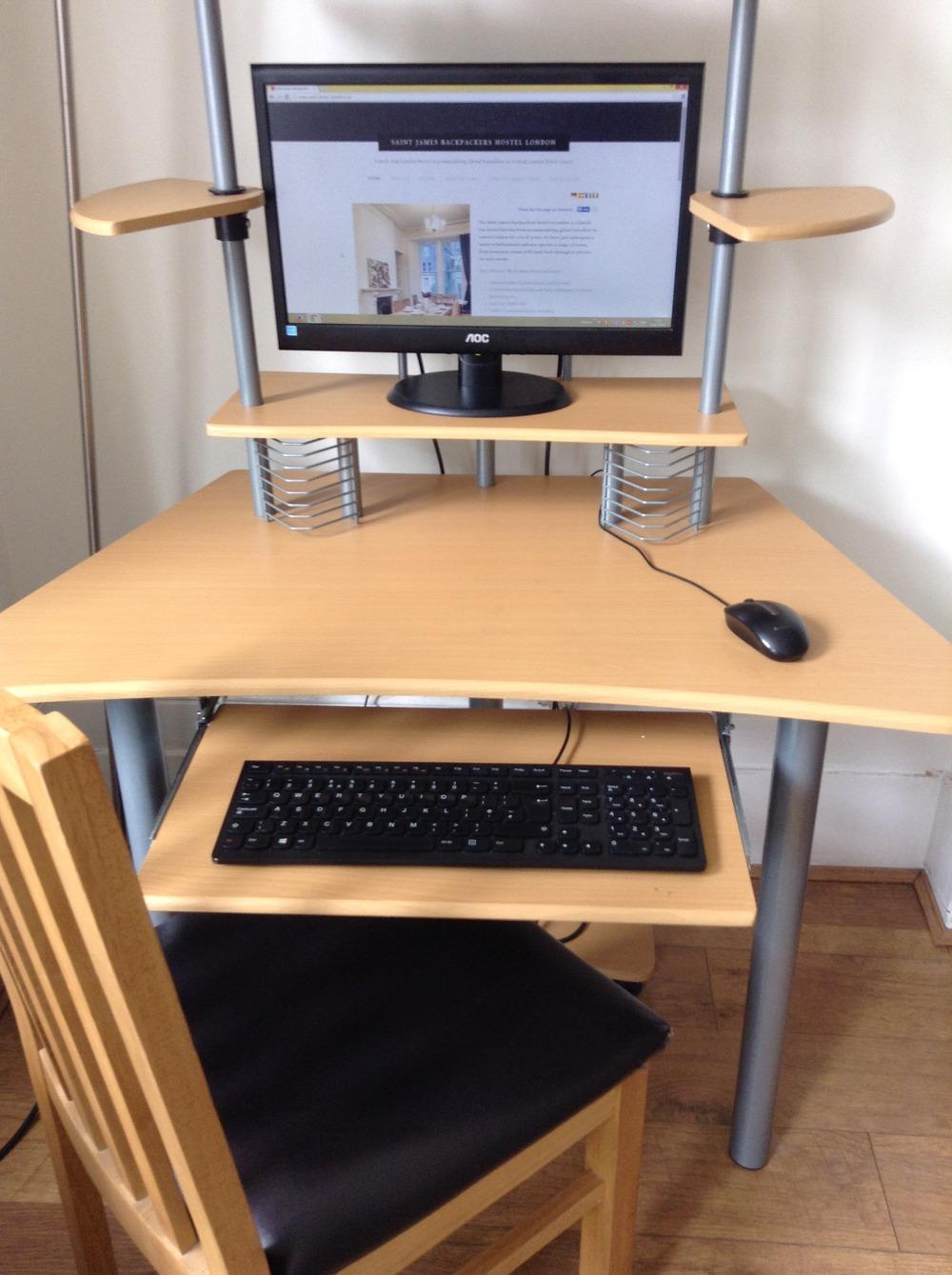 Il nostro computer comune con accesso ad Internet nella lounge.
