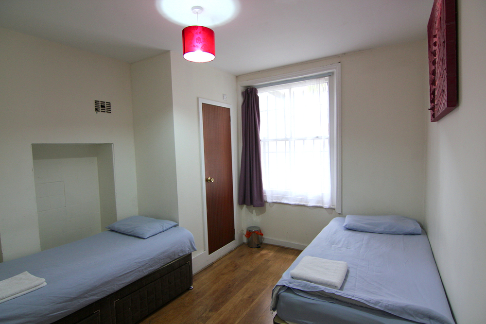 2-single-bed-en-suite-room-1.jpg