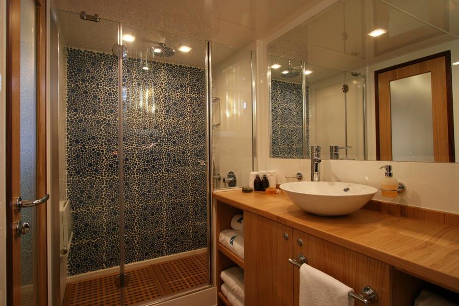 getaway_bathroom.jpg
