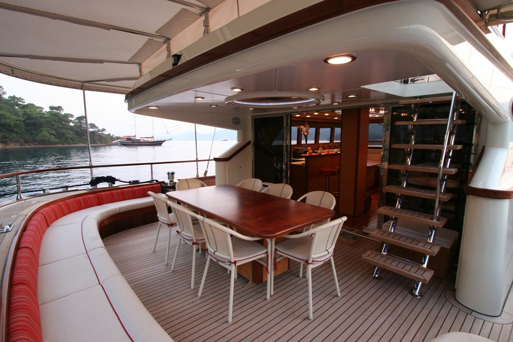 SERENITY 86 - Aft Seating Area 02.JPG