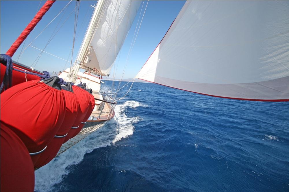 SERENITY 86 - Sailing 01.jpg