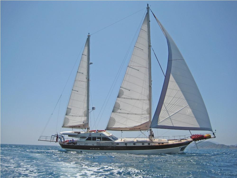SERENITY 86 - Sailing 02.JPG