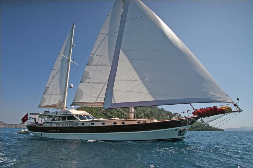 SERENITY 86 - Sailing 03.JPG