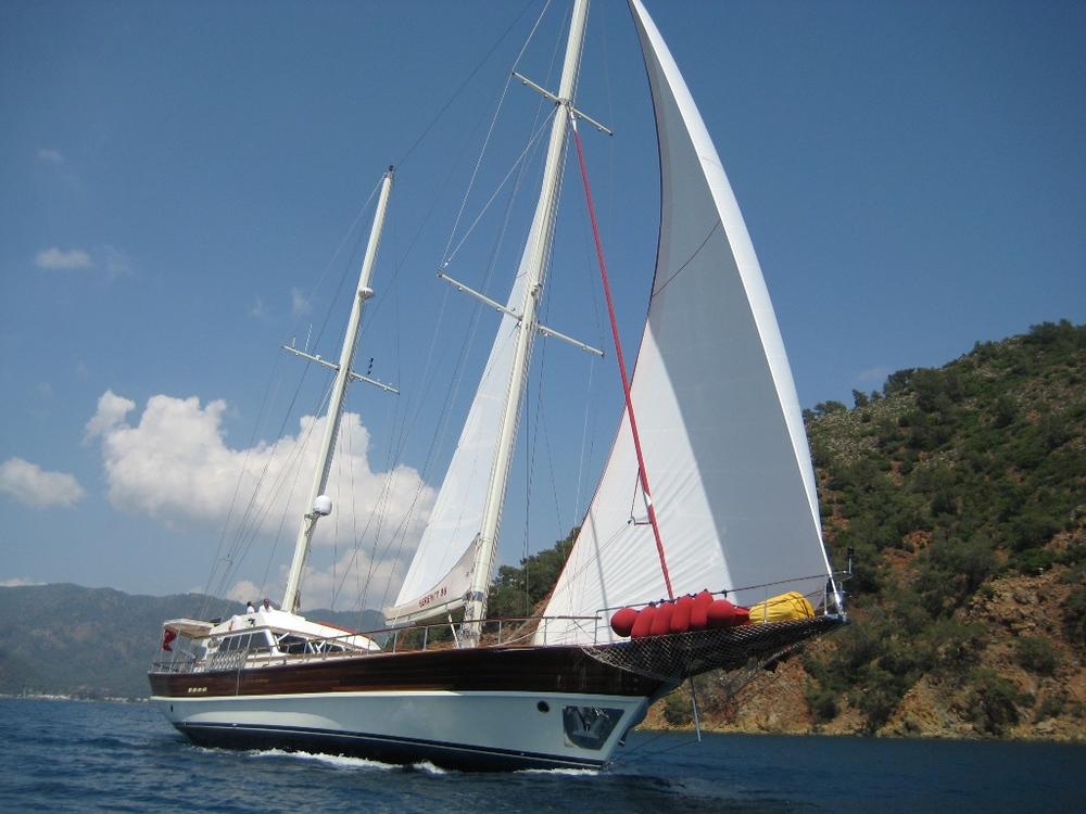 SERENITY 86 - Sailing 07.JPG